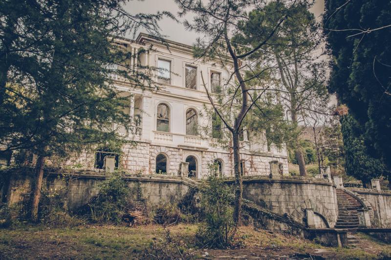 20200811_abkhazia_abandoned_house-1.jpg