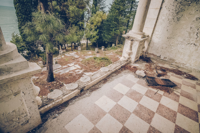 20200811_abkhazia_abandoned_house-11.jpg