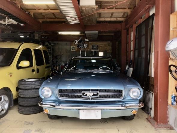 garage_mustang.jpeg