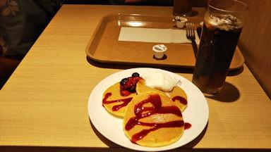 9/6 ベリーのパンケーキとアイスコーヒー  イタリアントマト