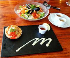 4/25 昼食 炙り帆立のカルパッチョとラグジュアリーサラダ  レッドロブスター
