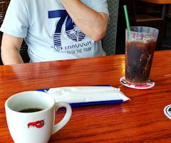 4/25 昼食 アイスコーヒーとホットコーヒー  レッドロブスター