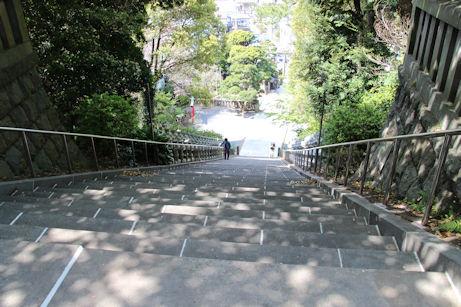 3/27 貴船神社 85段の階段を上る