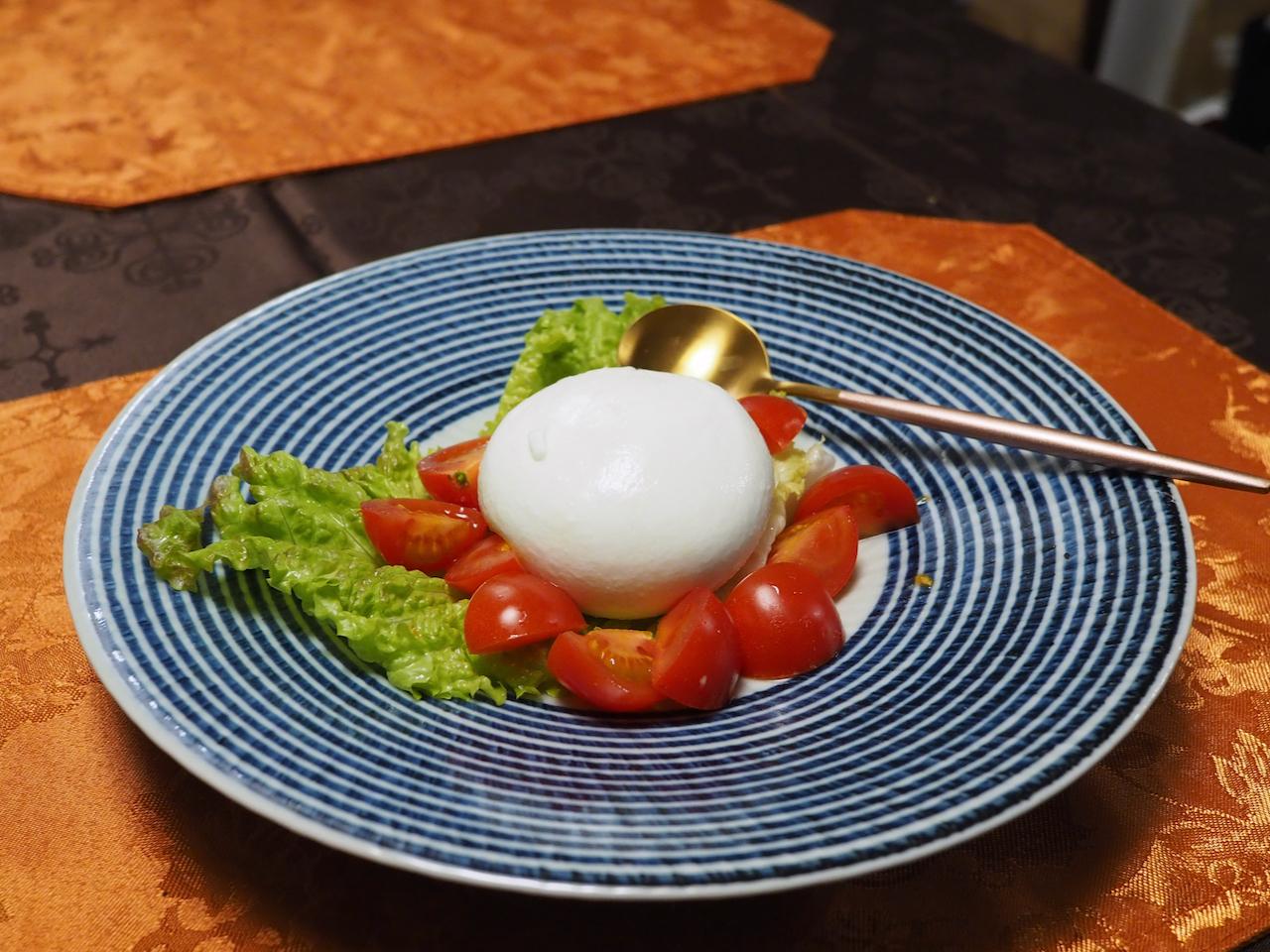 ■ ブッラータチーズ(幻のチーズ)