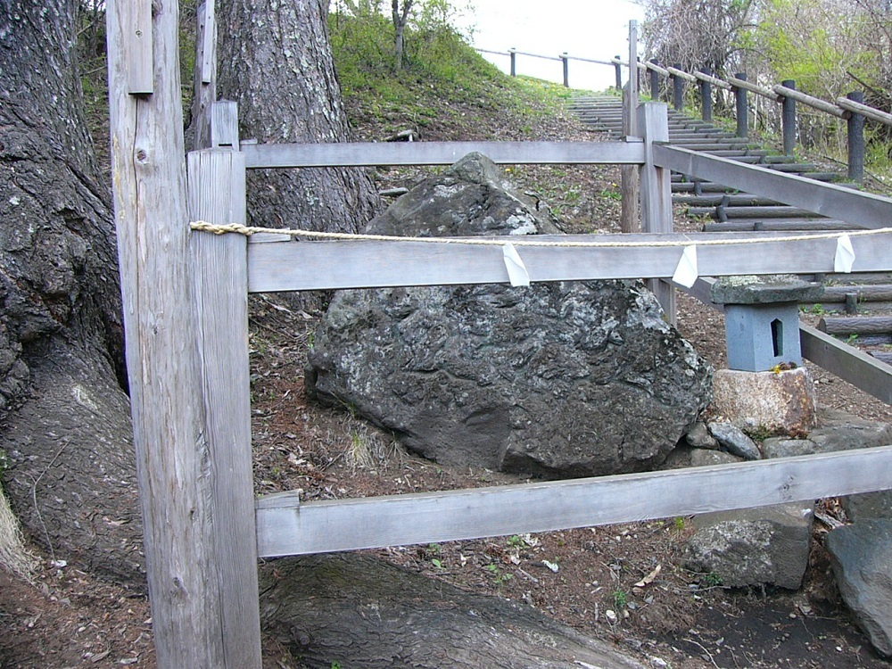 3尖り石P1040628