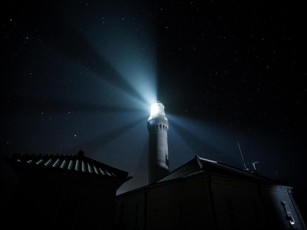 暗闇の灯台