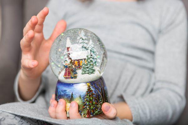 christmas-snowglobe-in-hands-of-child-9CHMNDT.jpg
