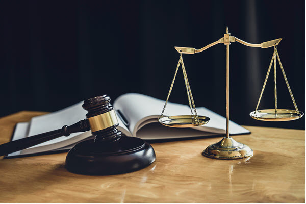 judge-gavel-with-scale-of-justice-476EMJZ.jpg