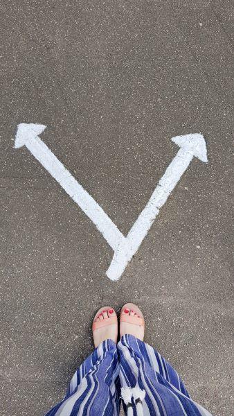 left-or-right-concept-of-crossroads-taking-decisio-X6L8RLK.jpg