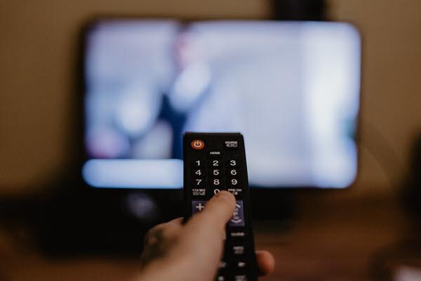 watching-tv-at-night-PJPMDGU.jpg