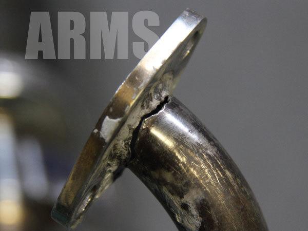 マフラーの割れを溶接修理