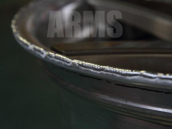 アルミ溶接にて修復するリム