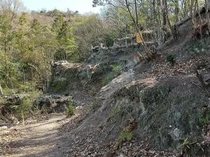横から見た城壁跡