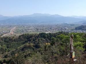 南方石鎚山を望む