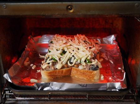 サバ納豆ピザトースト025