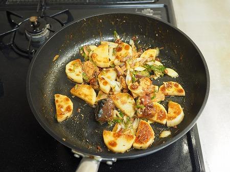サバ缶と長芋のフライパン焼き054