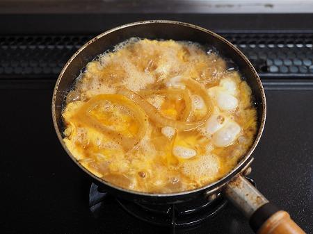 焼き新玉ねぎの卵丼044