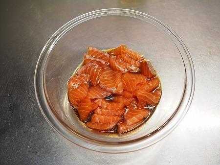 サーモン刺身の塩昆布漬け026