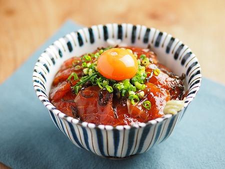サーモン刺身の塩昆布漬け丼002