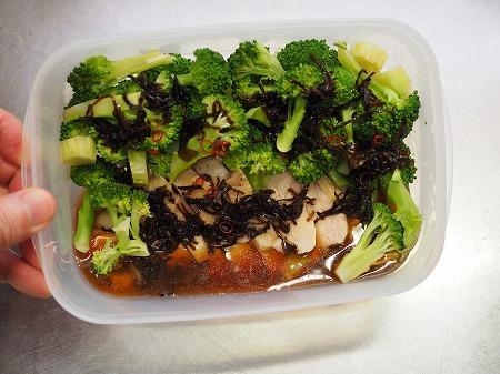 ブロッコリーと鶏むね肉の酢漬075
