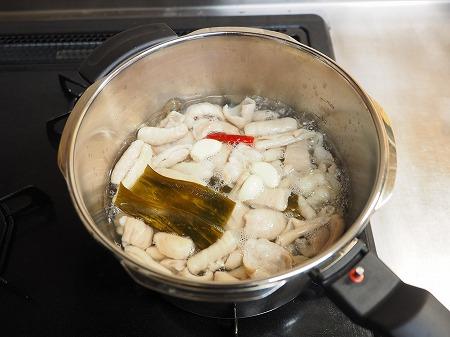豚ホルモン味噌煮込み042