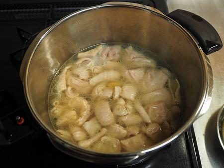 豚ホルモン味噌煮込み046