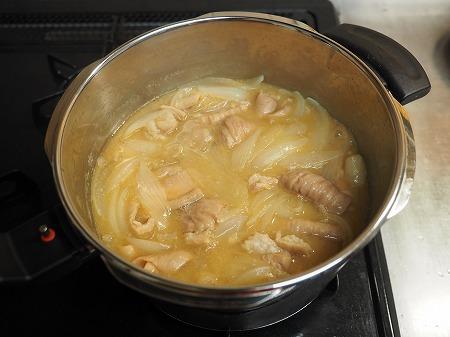 豚ホルモン味噌煮込み056