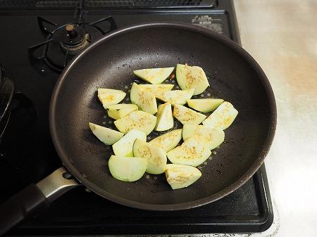 鶏むね肉と茄子のトマト鍋049