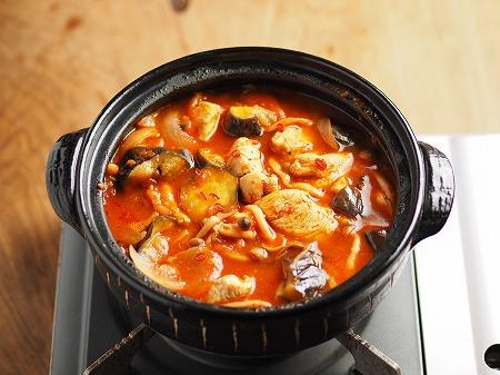 鶏むね肉と茄子のトマト鍋001