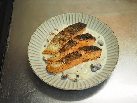 秋鮭ムニエルのマヨクリームソー082