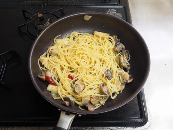 牡蠣のアヒージョパスタ015