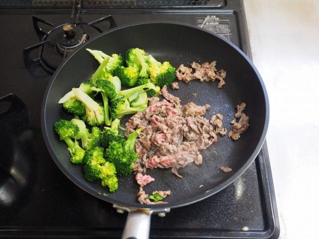 牛こま肉とブロッコリーの卵炒め013