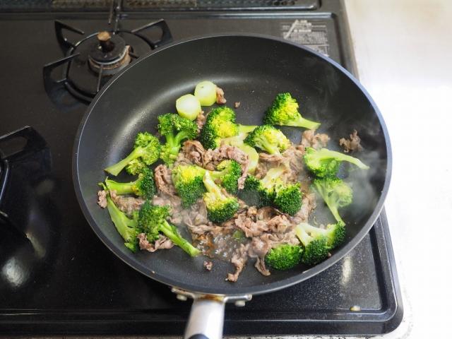 牛こま肉とブロッコリーの卵炒め016