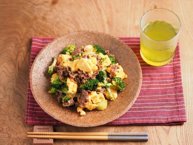 牛こま肉とブロッコリーの卵炒め047