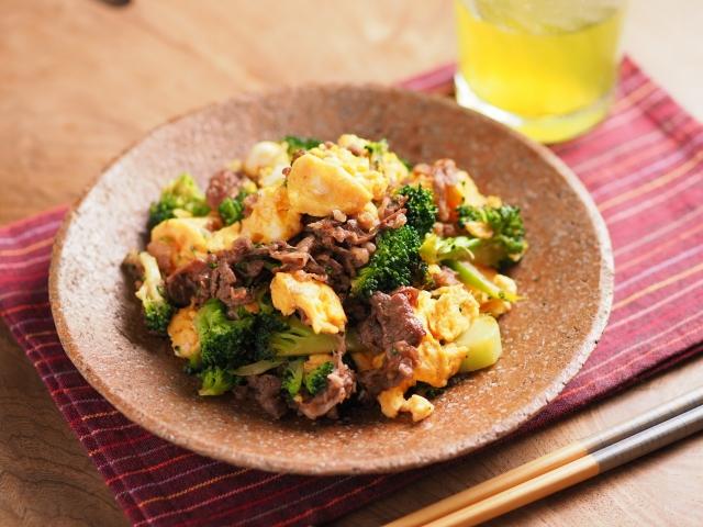 牛こま肉とブロッコリーの卵炒め041