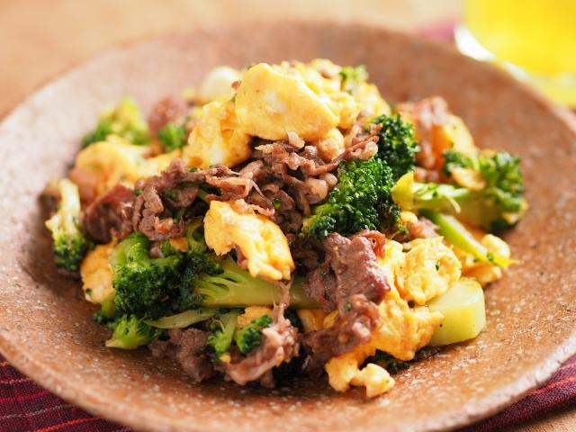 牛こま肉とブロッコリーの卵炒め046