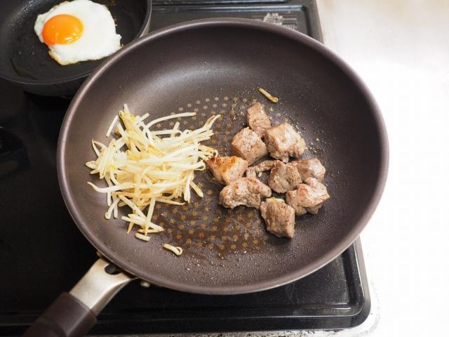 デミグラサイコロステーキ丼010