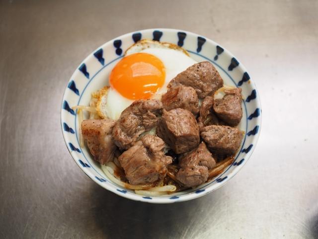 デミグラサイコロステーキ丼018