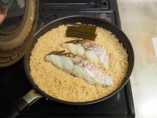 鯛と菜の花の炊き込みご飯062