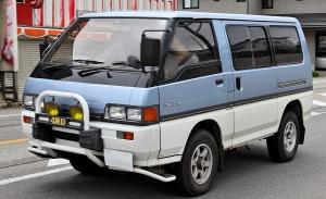 Mitsubishi_Delica_Star_Wagon_311.jpg