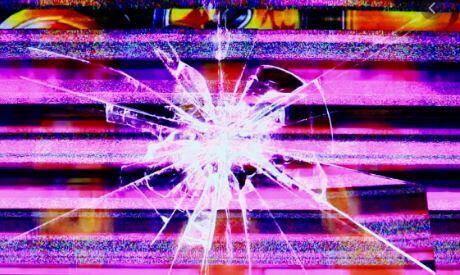 営業中のパチ屋のガラス割られる