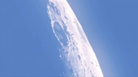 月の未確認飛行物体_01