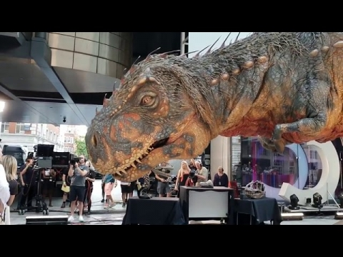 ティラノサウルスの親子_01