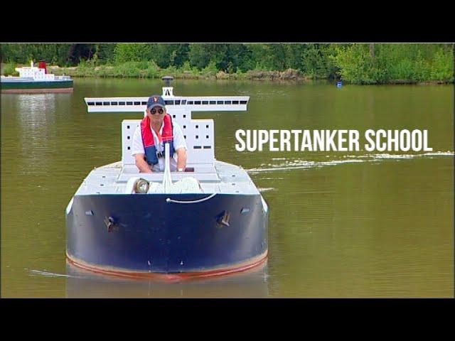 石油タンカーのようなボートが楽しそう!!
