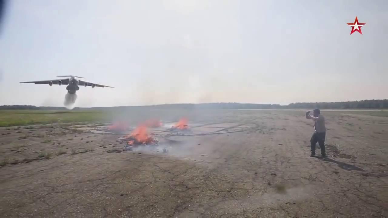 飛行機からの火災の消火の威力が凄い!!