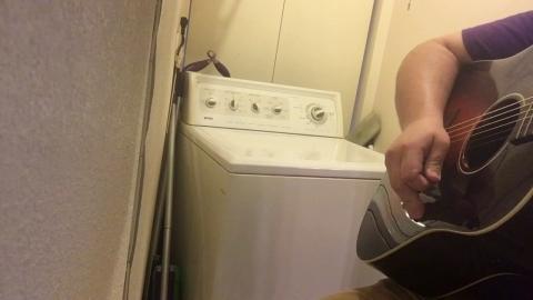 洗濯機とギタリストの演奏_01