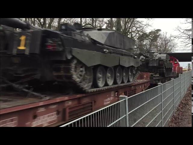 戦車を電車で大量に輸送する様子が凄い!!