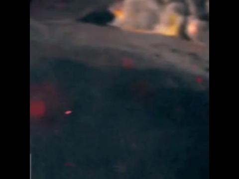 火山の火口に落下_01