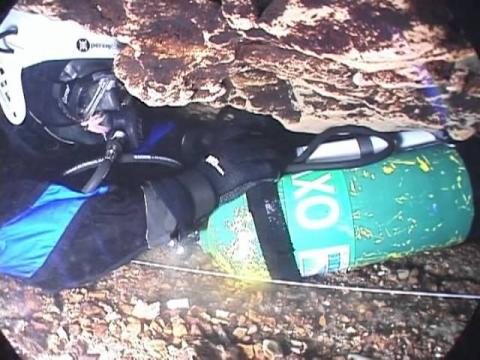 水中洞窟の探索_01