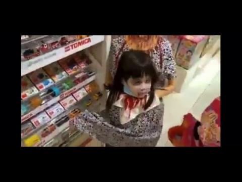 少女のハロウィンの仮装_01